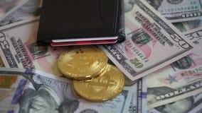 Bitcoin, usa dolary z portflem i Kredytową kartą zbiory wideo