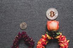 Bitcoin wächst schneller als der Dollar, Konzept stockbilder