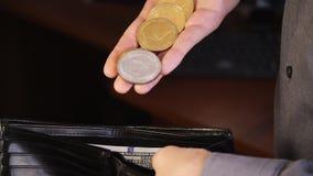 Bitcoin w rękach biznesmen zdjęcie wideo
