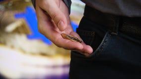 Bitcoin w rękach biznesmen zbiory