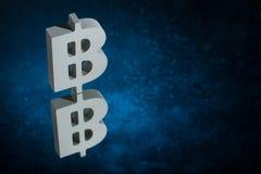 Bitcoin waluty symbol Z Lustrzanym odbiciem na Błękitnym Zakurzonym tle ilustracji
