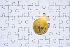 Bitcoin and white blank jigsaw puzzle Royalty Free Stock Photos