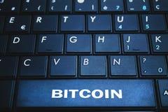 Bitcoin-Wort auf der Computertastatur Blockchain-Konzept Stockfotografie
