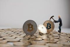 Bitcoin y peercoin Imagen de archivo libre de regalías