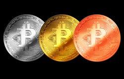Bitcoingoud, zilver, de geïsoleerde achtergrond Internet van het bronsmuntstuk cryptocurrency Stock Foto