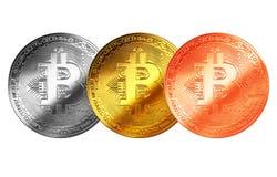 Bitcoingoud, zilver, de geïsoleerde achtergrond Internet van het bronsmuntstuk cryptocurrency Stock Fotografie