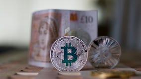 Bitcoinmuntstuk en pond Sterling Royalty-vrije Stock Afbeelding