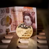 Bitcoinmuntstuk en pond Sterling Royalty-vrije Stock Foto