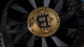 Bitcoinmuntstukken voor de economie stock footage