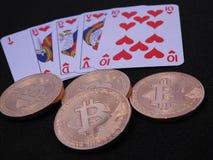 Bitcoins και βασιλική εκροή στοκ εικόνες με δικαίωμα ελεύθερης χρήσης