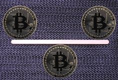 Bitcoins в балансе Стоковое фото RF
