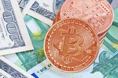Bitcoins и деньги Стоковое Фото