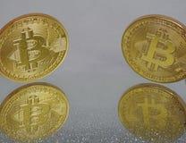 Bitcoins и зеркало Стоковые Изображения