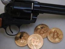 Bitcoins и револьвер Стоковое Изображение RF