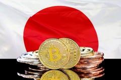 Bitcoins и флаг Японии стоковые изображения rf