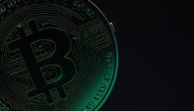 Bitcoins, новые виртуальные деньги на различной цифровой предпосылке, 3D представляет Стоковое Фото