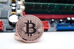 Bitcoins com placa de circuito Imagens de Stock