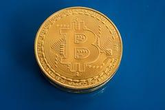 Bitcoins criptos da moeda no fundo de vidro azul Imagem de Stock Royalty Free