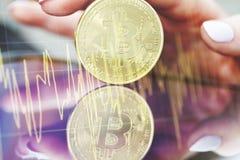 Bitcoins d'or nouvel argent virtuel Photos stock