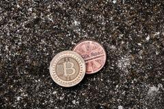 Bitcoins dell'ottone e dell'oro Immagine Stock