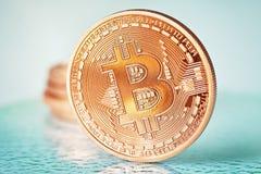 Bitcoins dourado foto de stock royalty free