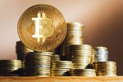 Bitcoins dourado dinheiro virtual novo Fotografia de Stock