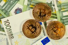 Bitcoins e euro imagens de stock royalty free
