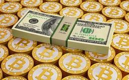 Bitcoins e notas de dólar Fotografia de Stock Royalty Free