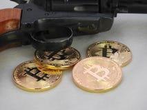 Bitcoins e revólver Imagem de Stock Royalty Free