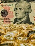 Bitcoins en Dollar Royalty-vrije Stock Afbeeldingen