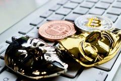 Bitcoins en el teclado Fotos de archivo