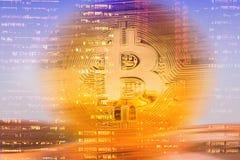 Bitcoins en fondo de la tecnología Fotografía de archivo