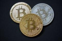 Bitcoins físicos Fotografía de archivo libre de regalías