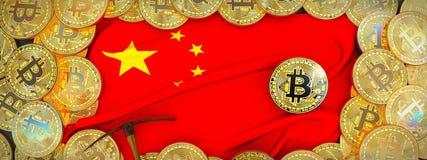 Bitcoins guld runt om den Kina flaggan och spetshacka på det vänstert illu 3d Arkivbilder