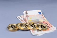 Bitcoins i Euro banknoty zdjęcia royalty free