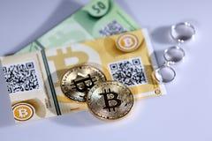 Bitcoins i pierścionki Fotografia Stock