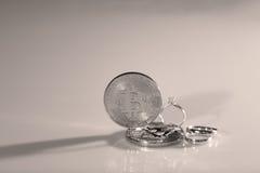 Bitcoins i pierścionki Zdjęcie Royalty Free