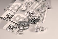 Bitcoins i pierścionki Zdjęcia Royalty Free