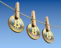 Bitcoins met houten wasknijper Royalty-vrije Stock Foto's