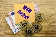 Bitcoins, moneda del pedazo en el euro, dólares observa la nota pegajosa de la bruja sobre el fondo de madera, factor del wow Fotos de archivo libres de regalías