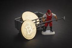 Bitcoins na czarnym łupku kamieniu, miękki ostrości tło Obraz Royalty Free