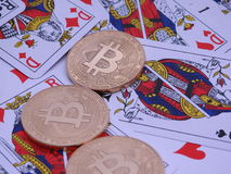 Bitcoins och öppen kortlek Royaltyfri Fotografi