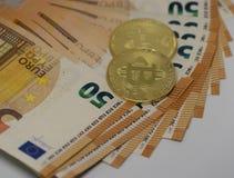 Bitcoins på euro fotografering för bildbyråer