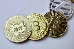 Bitcoins på tabellen Royaltyfri Foto
