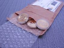 Bitcoins per post wordt ontvangen dat stock afbeeldingen