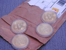 Bitcoins per post wordt ontvangen dat stock foto's