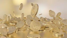 Bitcoins que baja en una pila Imágenes de archivo libres de regalías