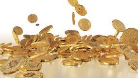 Bitcoins tombant sur une pile Images libres de droits