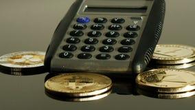 Bitcoins y calculadora almacen de video