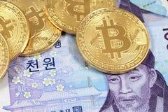 Bitcoins zakończenie up z Poludniowo-koreańscy wons fotografia royalty free